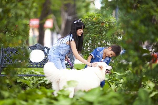 """Hai """"em bé đáng sợ nhất Việt Nam"""" cực đáng... yêu ngoài đời 9"""