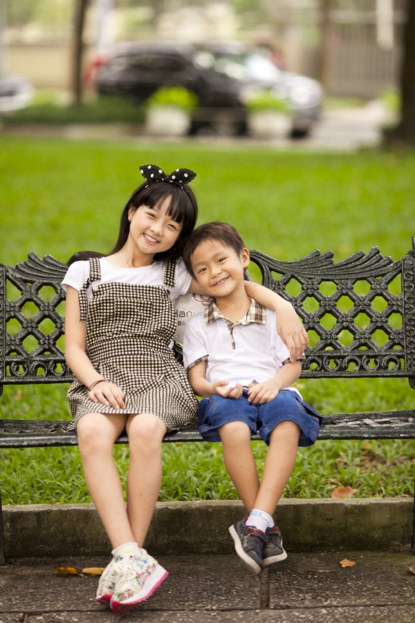 """Hai """"em bé đáng sợ nhất Việt Nam"""" cực đáng... yêu ngoài đời 6"""