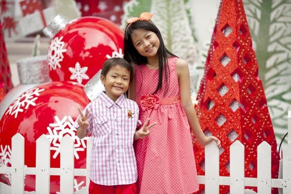 """Hai """"em bé đáng sợ nhất Việt Nam"""" cực đáng... yêu ngoài đời 3"""