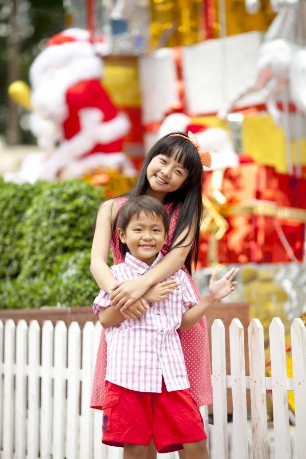 """Hai """"em bé đáng sợ nhất Việt Nam"""" cực đáng... yêu ngoài đời 4"""