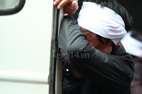 Người yêu khóc ngất bên linh cữu Vũ Ngọc Cương  6