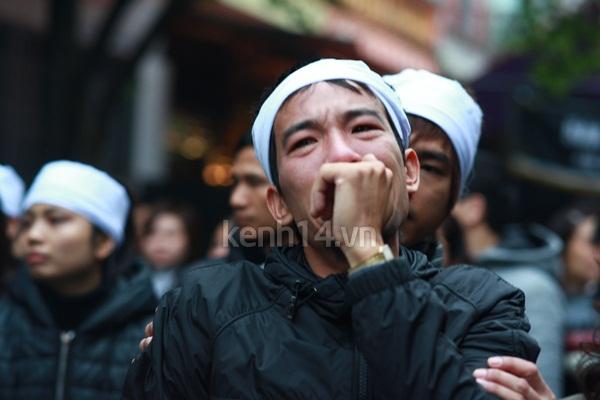 Người yêu khóc ngất bên linh cữu Vũ Ngọc Cương 8