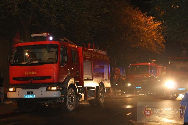 Huy động 6 xe cứu hỏa để chữa cháy ở building giữa quận 1 7