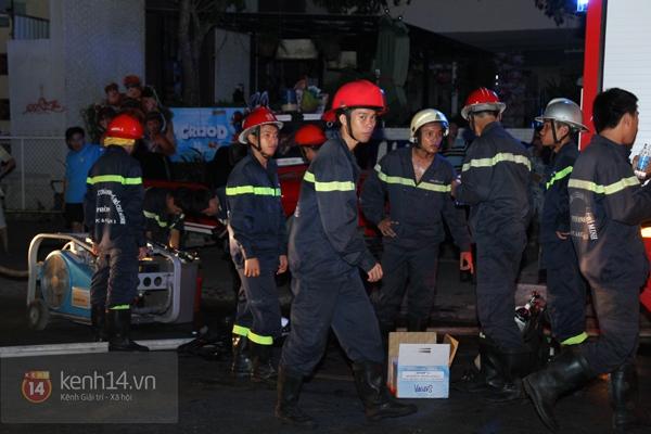 Huy động 6 xe cứu hỏa để chữa cháy ở building giữa quận 1 8