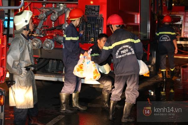 Huy động 6 xe cứu hỏa để chữa cháy ở building giữa quận 1 9