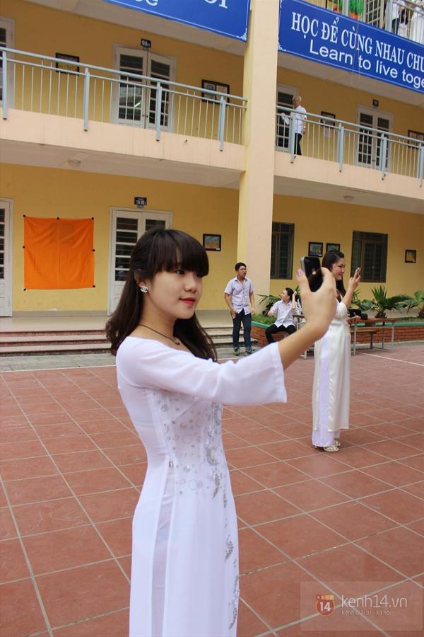 400 học sinh trường Lomonoxop cùng nhau chụp bộ ảnh cuối cùng 3