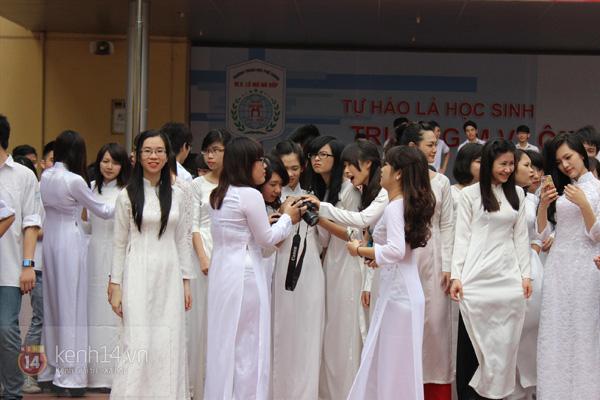 400 học sinh trường Lomonoxop cùng nhau chụp bộ ảnh cuối cùng 5
