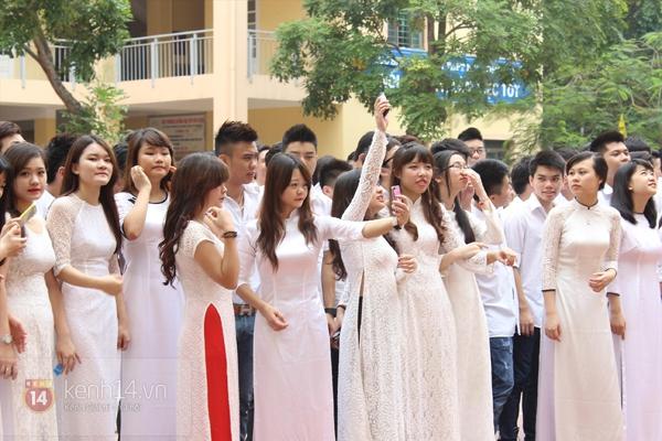 400 học sinh trường Lomonoxop cùng nhau chụp bộ ảnh cuối cùng 7