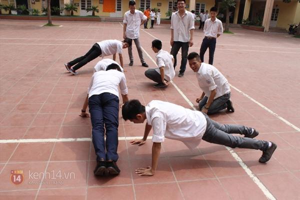 400 học sinh trường Lomonoxop cùng nhau chụp bộ ảnh cuối cùng 11