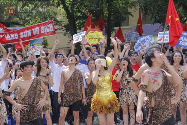 Cả trường ĐH Quốc gia Hà Nội cùng cổ vũ cho nhà leo núi Olympia 14