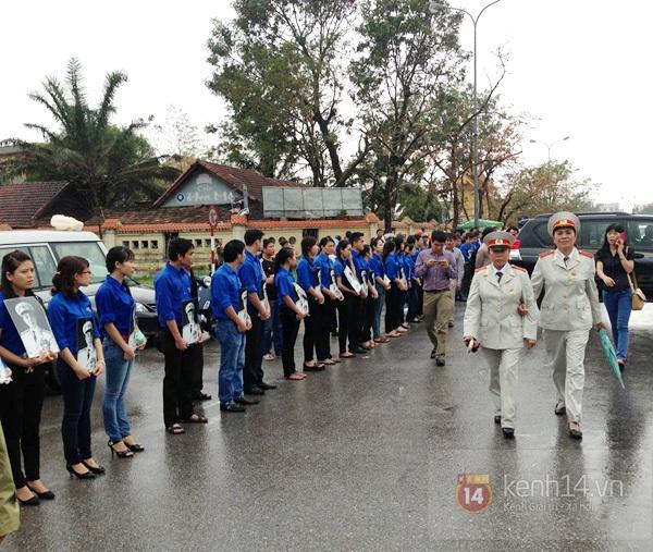 Hết giờ Lễ viếng Quốc tang, nhiều người dân vẫn xếp hàng vào viếng Đại tướng 177