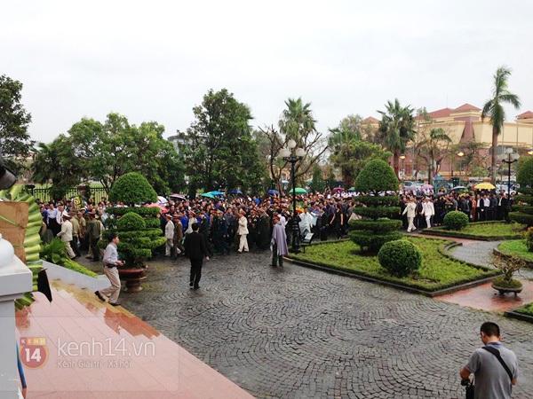 Hết giờ Lễ viếng Quốc tang, nhiều người dân vẫn xếp hàng vào viếng Đại tướng 178