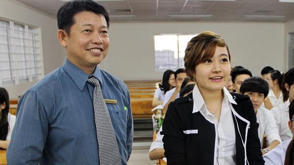Thầy giáo tìm việc cho hàng ngàn sinh viên 1
