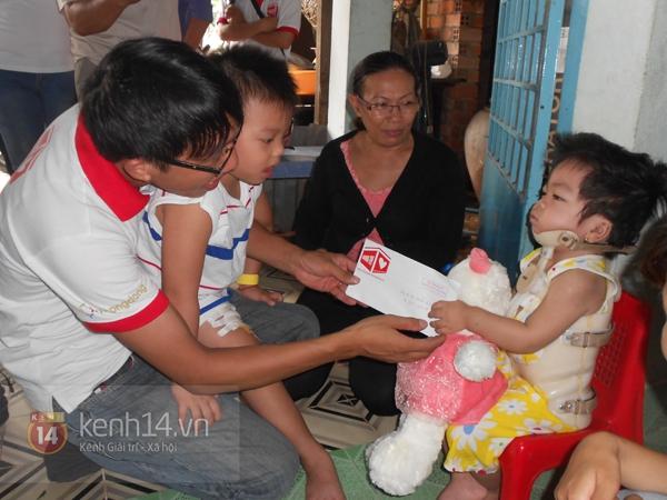 """Cậu bé 4 tuổi mồ côi sau tai nạn: """"Tại sao con lại mất một chân?"""" 9"""