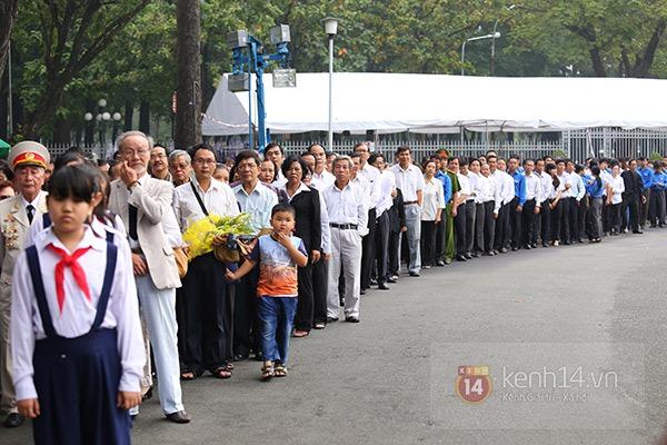 TP.HCM: Không khí trang nghiêm và đầy cảm động trong lễ viếng Đại tướng 25