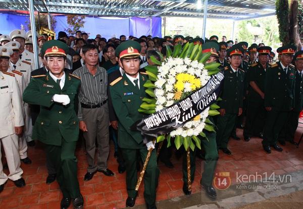 Hết giờ Lễ viếng Quốc tang, nhiều người dân vẫn xếp hàng vào viếng Đại tướng 182
