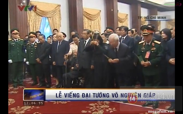 Hết giờ Lễ viếng Quốc tang, nhiều người dân vẫn xếp hàng vào viếng Đại tướng 150