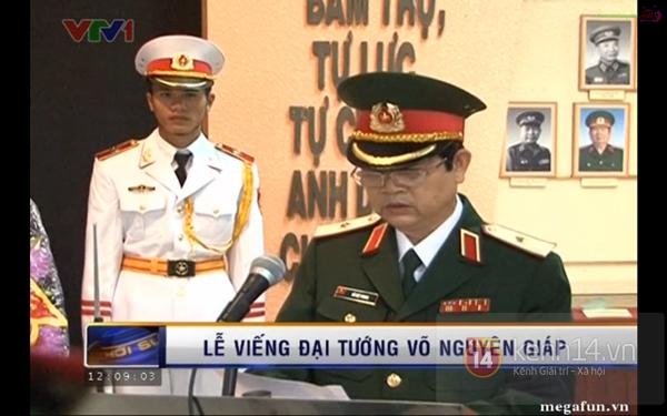 Hết giờ Lễ viếng Quốc tang, nhiều người dân vẫn xếp hàng vào viếng Đại tướng 156