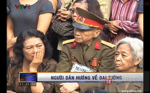 Hết giờ Lễ viếng Quốc tang, nhiều người dân vẫn xếp hàng vào viếng Đại tướng 55