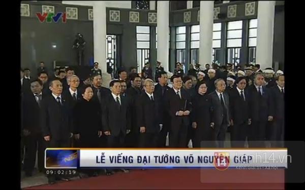 Hết giờ Lễ viếng Quốc tang, nhiều người dân vẫn xếp hàng vào viếng Đại tướng 28
