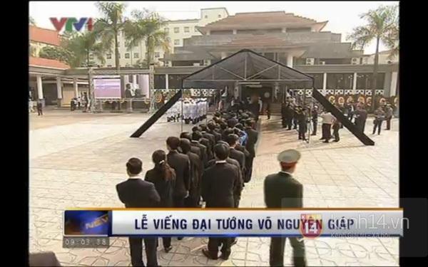 Hết giờ Lễ viếng Quốc tang, nhiều người dân vẫn xếp hàng vào viếng Đại tướng 40