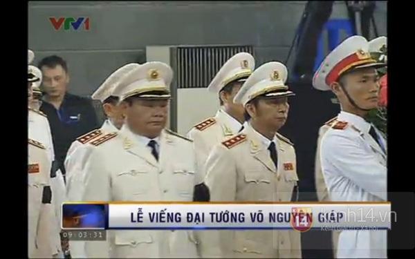 Hết giờ Lễ viếng Quốc tang, nhiều người dân vẫn xếp hàng vào viếng Đại tướng 41