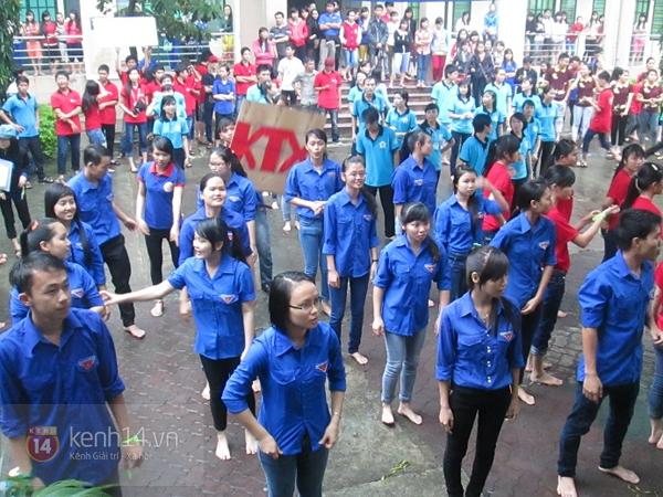Buổi giao lưu văn hóa giữa trời mưa bão của sinh viên Đà Nẵng 6