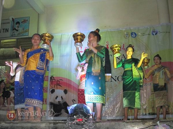 Buổi giao lưu văn hóa giữa trời mưa bão của sinh viên Đà Nẵng 11