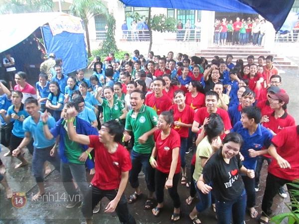 Buổi giao lưu văn hóa giữa trời mưa bão của sinh viên Đà Nẵng 2
