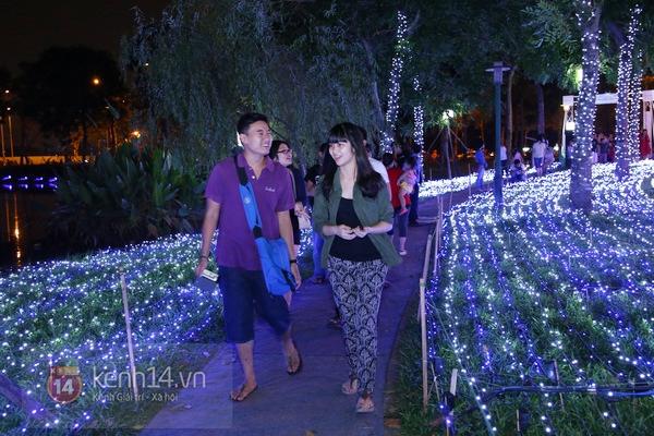 Sài Gòn: Ngỡ ngàng ngắm công viên sáng rực trong đêm với nửa triệu bóng đèn Led 1