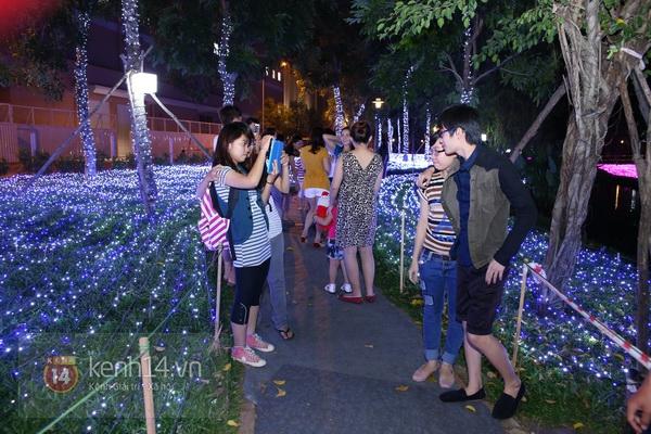 Sài Gòn: Ngỡ ngàng ngắm công viên sáng rực trong đêm với nửa triệu bóng đèn Led 2