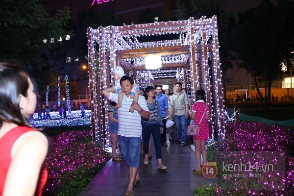 Sài Gòn: Ngỡ ngàng ngắm công viên sáng rực trong đêm với nửa triệu bóng đèn Led 20