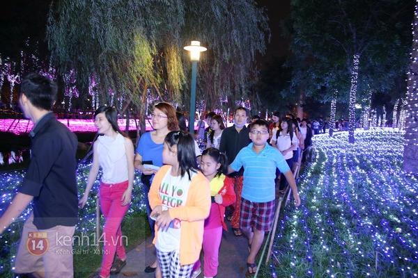 Sài Gòn: Ngỡ ngàng ngắm công viên sáng rực trong đêm với nửa triệu bóng đèn Led 21