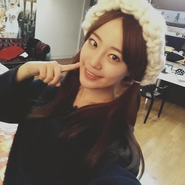 """Giới trẻ Hàn """"sốt"""" với chiếc mũ beanie sợi to ngộ nghĩnh 23"""