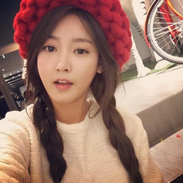 """Giới trẻ Hàn """"sốt"""" với chiếc mũ beanie sợi to ngộ nghĩnh 22"""