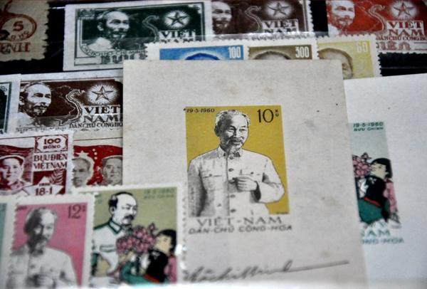 Xúc động cụ ông gần 90 tuổi vẫn miệt mài sưu tầm tem về Hà Nội 5