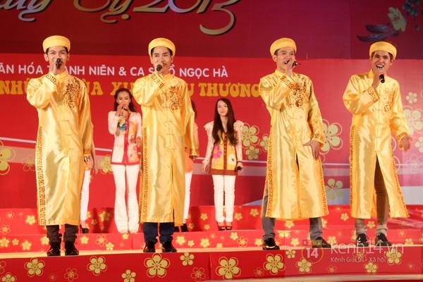 Hà Hồ... ngồi lên đùi Nguyễn Hồng Thuận  15