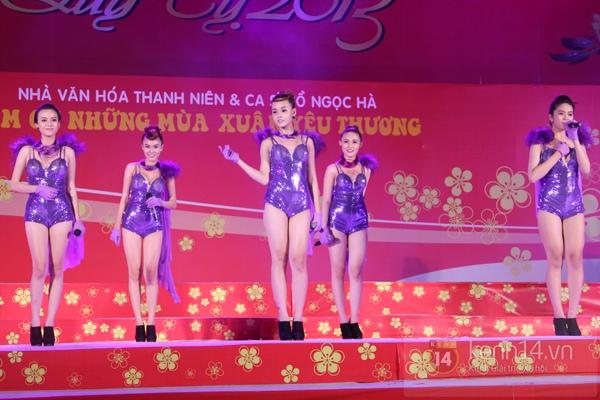 Hà Hồ... ngồi lên đùi Nguyễn Hồng Thuận  7