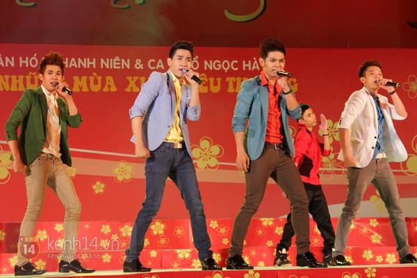 Hà Hồ... ngồi lên đùi Nguyễn Hồng Thuận  14