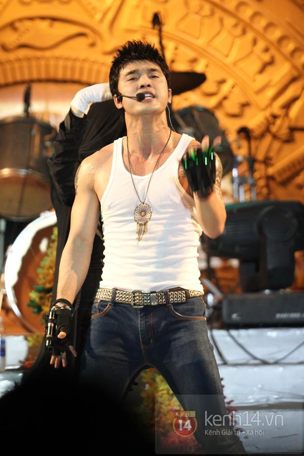 Lâm Chi Khanh, Hương Giang Idol đối lập trên sân khấu 11