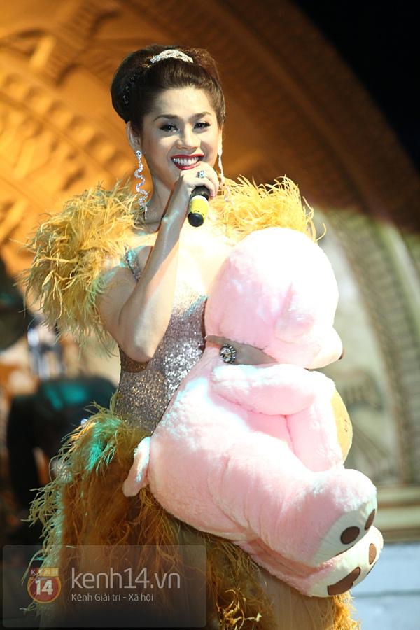 Lâm Chi Khanh, Hương Giang Idol đối lập trên sân khấu 2