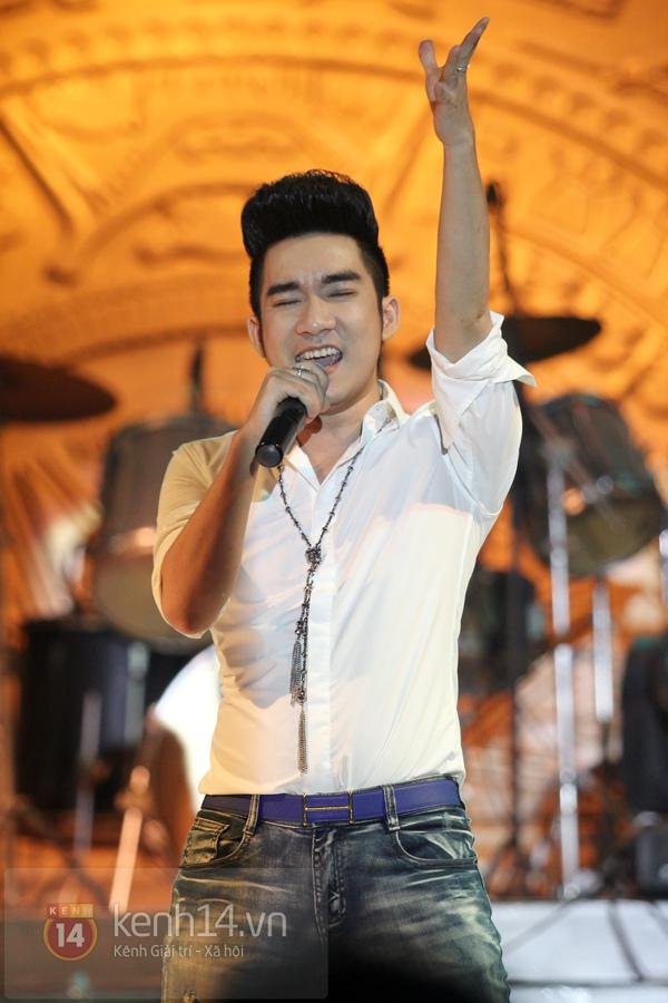 Lâm Chi Khanh, Hương Giang Idol đối lập trên sân khấu 13