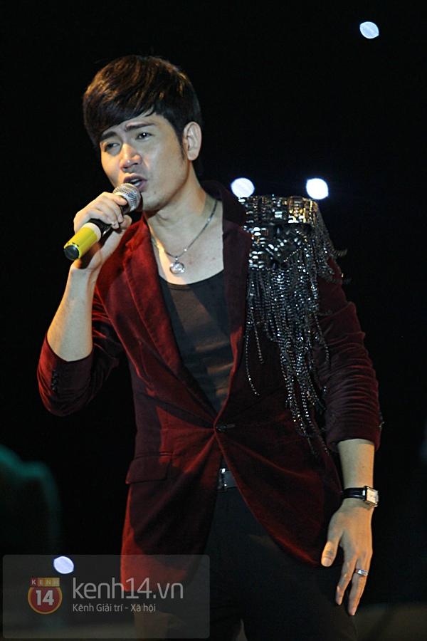 Lâm Chi Khanh, Hương Giang Idol đối lập trên sân khấu 15
