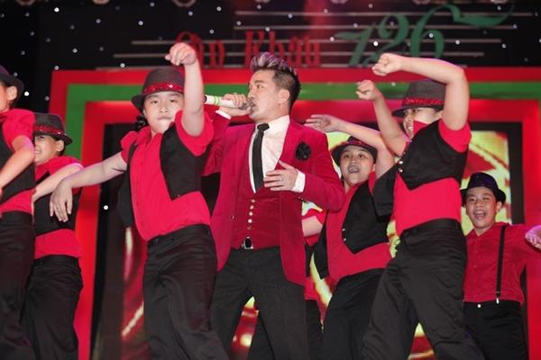 """Hà Hồ nhảy chân trần cực """"sung"""" trên sân khấu 14"""