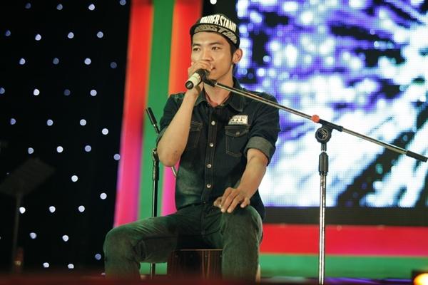 """Hà Hồ nhảy chân trần cực """"sung"""" trên sân khấu 24"""