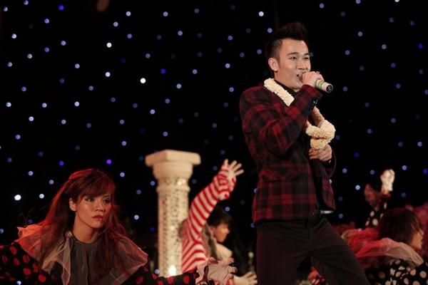 """Hà Hồ nhảy chân trần cực """"sung"""" trên sân khấu 28"""