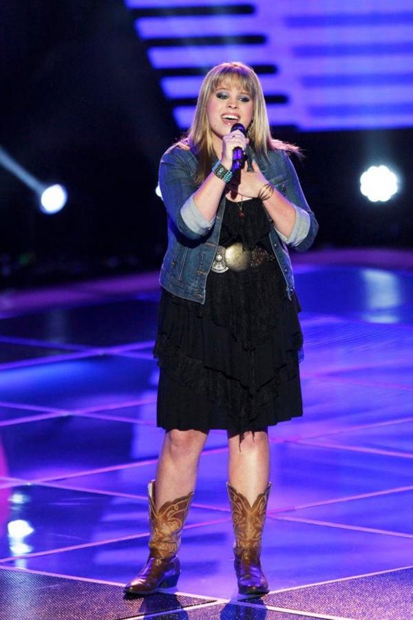 """The Voice US: Adam """"ngang nhiên"""" nẫng tay trên của Blake 6"""
