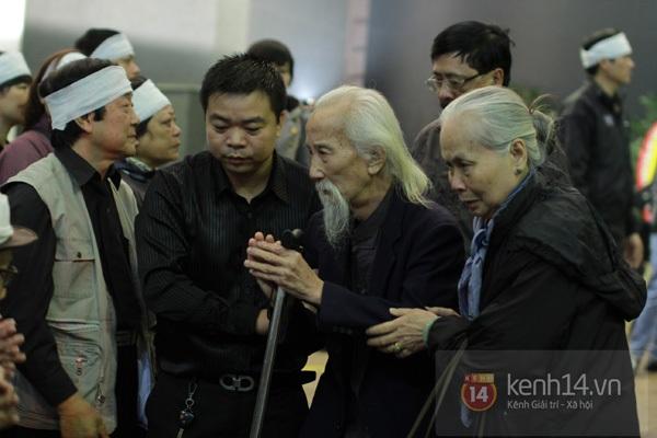 """Nhiều nghệ sĩ nổi tiếng đến tiễn đưa """"Bác trưởng thôn"""" Văn Hiệp 26"""