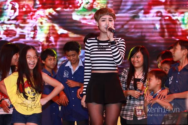 Sao Việt ủng hộ Mai Phương Thúy làm show từ thiện Trung thu 10