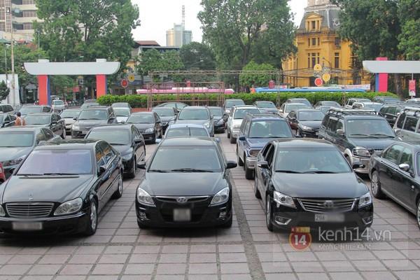Cận cảnh loạt xe sang chen chúc đến dự lễ cưới của Ngọc Thạch 1